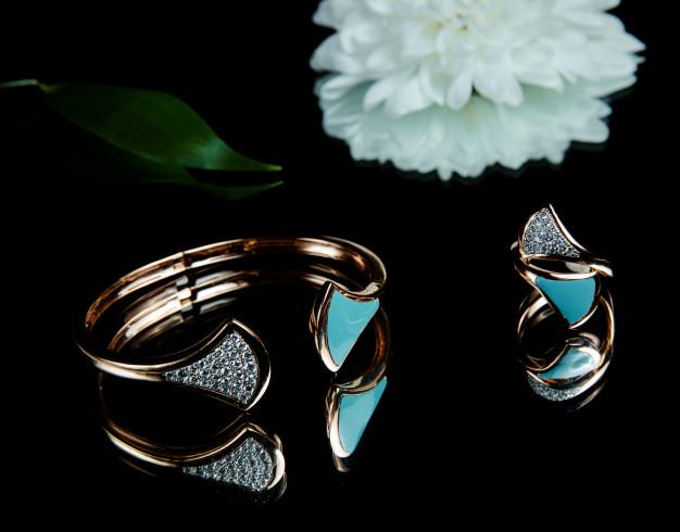 Δαχτυλίδια με γαλάζιο χρώμα