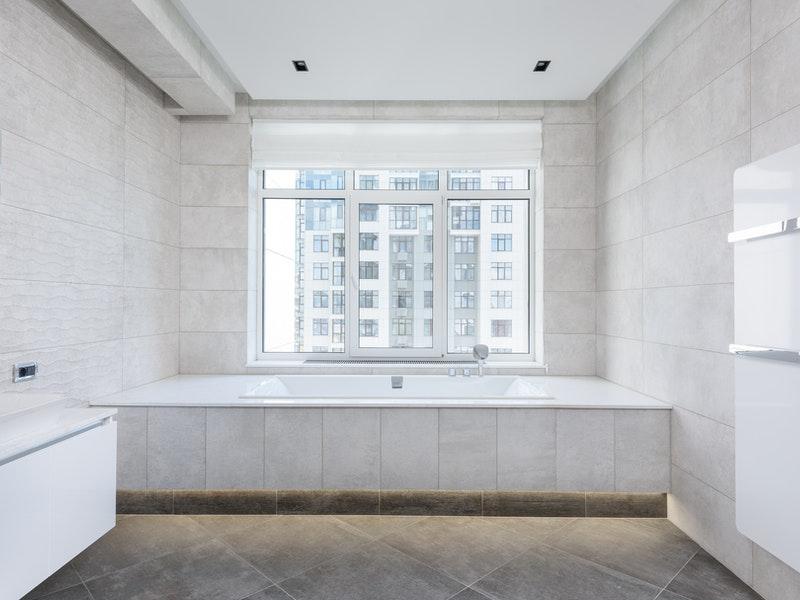 μονόχρωμο μπάνιο